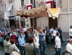 Bronte insieme noterelle di costume e tradizioni popolari for Arredo sacro a raggiera